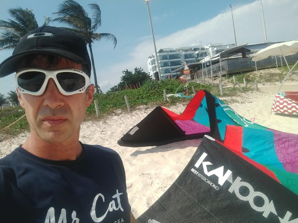 Cabrinha - INSTAGRAM:  @POINTBREAKKITESCHOOL  corsi di kite hanno metodi d'insegnamento  riconosciuti a livello Internazionale. Alla fine del corso viene rilasciato il brevetto IKO che certifica il grado di apprendimento raggiunto. Tutto il materiale è fornito dalla